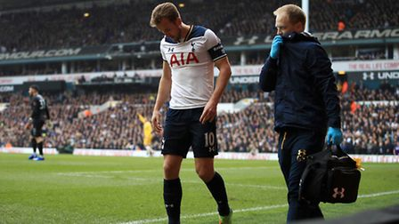 Tottenham Hotspur's Harry Kane leaves the field with an ankle injury during the FA Cup quarter-final