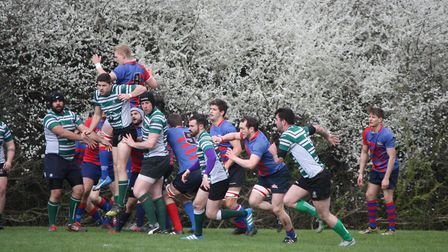 Old Streetonians pour through as Hendon win the line-out. Picture: LYNN HAY