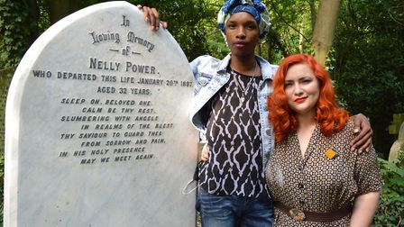 Queer tours of London tour guides Kat Kai Kol-Kes and Nell James Grace at the grave of Nelly Power i