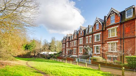 Vale of Health, Hampstead, NW3, �3,450,000, Goldschmidt and Howland, 020 7435 4404