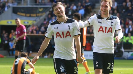 Tottenham Hotspur's Ben Davies (left) celebrates scoring his side's sixth goal of the game during th