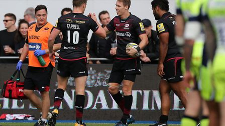 Saracens Liam Williams scores his side's first try against Sale and celebrates with Owen Farrell (pi