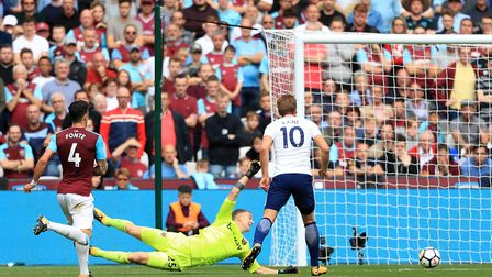 Tottenham Hotspur's Harry Kane (right) scores his side's second goal of the game during the Premier