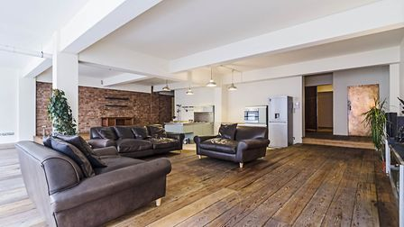 York Way, N1, �3,141pcm