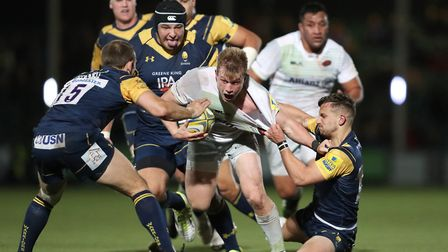 Saracens Nick Tompkins is tackled by Worcester Warriors Jono Kitto during the Aviva Premiership matc
