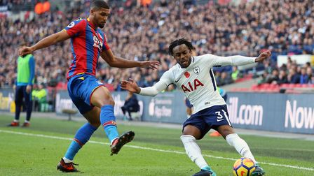 Tottenham Hotspur's Danny Rose (right) and Crystal Palace's Ruben Loftus-Cheek battle for the ball d