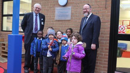 (From left to right) Simon Marks Jewish Primary School trustee Peter Ohrenstein with students and Ep