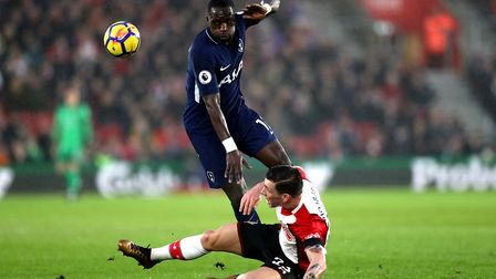 Tottenham Hotspur's Moussa Sissoko (left) and Southampton's Pierre-Emile Hojbjerg (right) battle for