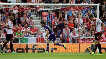 Tottenham Hotspur's Ryan Mason celebrates after scoring the opener during the Barclays Premier Leagu