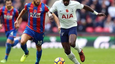 Tottenham Hotspur's Moussa Sissoko (right) and Crystal Palace's Andros Townsend battle for the ball
