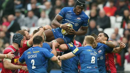 Maro Itoje claims a line out for Saracens against Harlequins in the Aviva Premiership (pic: Paul Har