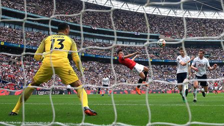 Manchester United's Alexis Sanchez (centre) scores his side's first goal of the game during the FA C