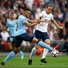 Tottenham Hotspur's Harry Kane (right) and Newcastle United's Jamaal Lascelles (left) battle for the