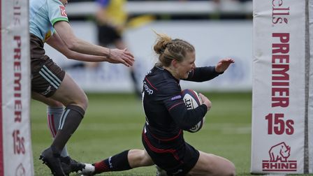 Lotte Clapp scores a try for Saracens Women in the Tyrells Premier 15s final against Harlequins (pic