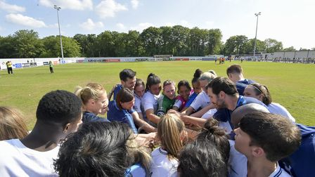 The Tottenham Hotspur Ladies squad and management (pic: wusphotography.com).