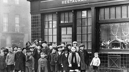 Children outside of the Anchor pub, where Father Jellicoe was landlord. Picture: Camden Local Studie
