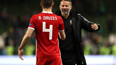 Wales head coach Ryan Giggs (right) with Ben Davies after the final whistle of the UEFA Nations Leag