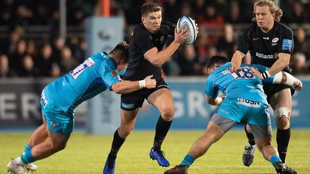 Saracens Owen Farrell tries to evade the tackle of Worcester Warriors Ethan Waller during the Gallag