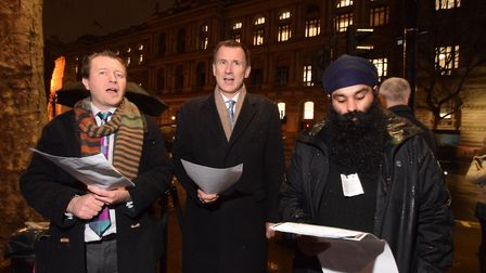 Richard Ratcliffe and foreign secretary Jeremy Hunt MP sing carols with Free Nazanin supporters outs