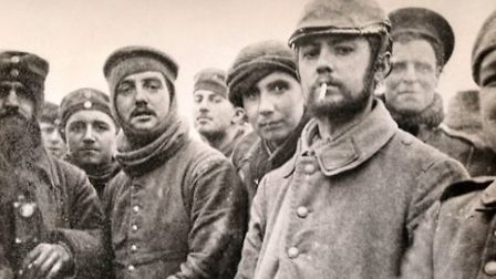 One of the iconic images of the Christmas truce of 1914. Two members of the London Rifle Brigade (le