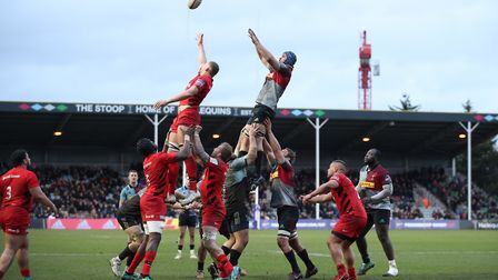 Harlequins' James Horwill and Saracens' Nick Isiekwe (left) contest the ball in a lineout (pic: Andr