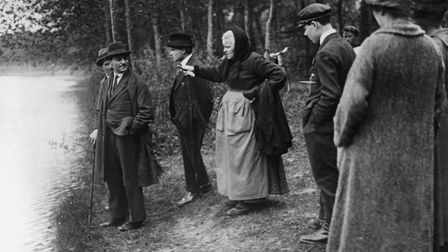 Heather Pond, near Gambais, 10 May 1919, Mme Mauguin points at what she saw, picture courtesy of Ric