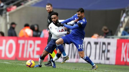Tottenham Hotspur's Danny Rose (left) and Leicester City's Rachid Ghezzal battle for the ball during
