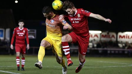 Irnti Rapai of Wingate & Finchley and Remi Sutton of Hornchurch (Pic: Gavin Ellis/TGS Photo)