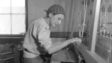 anni albers in her weaving studio at black mountain college, 1937. Photo: The Josef and Anni Albers