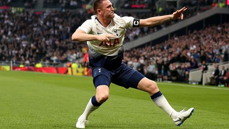 Tottenham Hotspur Robbie Keane celebrates scoring his side's second goal of the game during the lege