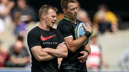 Saracens Director of Rugby Mark McCall talks to Liam Williams before the Gallagher Premiership, Semi