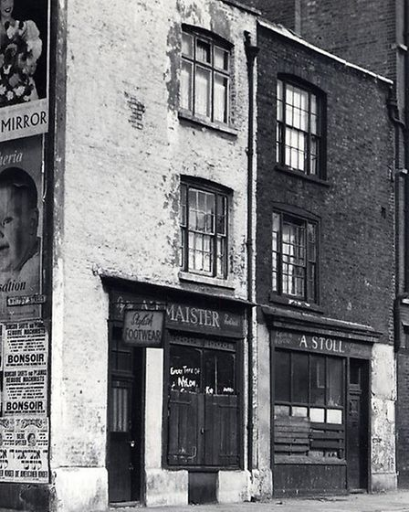 How the run-down house in Club Row looked in 1953. Picture source: Tower Hamlets Archive