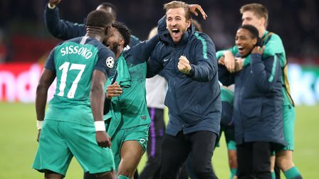 Tottenham Hotspur's Moussa Sissoko (left) and Harry Kane celebrate with team-mates after the final w