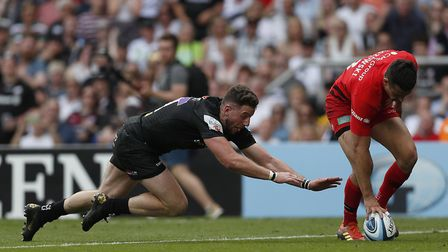 Exeter Chiefs' Alex Cuthbert (left) looks to dive onto the ball for a try but is denied