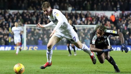 Leeds United's Jack Clarke and Reading's Leandro Bacuna battle for the ball during the Championship