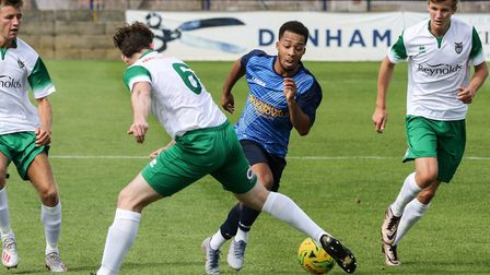 Action from Wingate & Finchley's match with Bognor Regis Town (pic: Martin Addison).