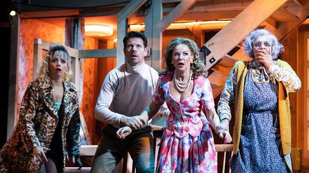 Lisa-McGrillis-Lloyd-Owen-Sarah-Hadland-Meera-Syal-in-Noises-Off-Garrick-Theatre-Picture Credit-Hele