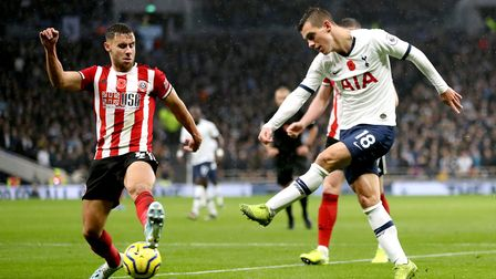 Sheffield United's George Baldock (left) and Tottenham Hotspur's Giovani Lo Celso battle for the bal