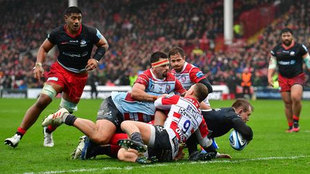 Saracens Nick Tompkins scores the first try of the game during the Gallagher Premiership match at Ki