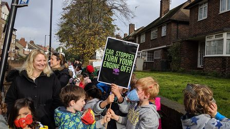Rokesly schoolchildren got behind an anti-idling campaign. Picture: Sam Volpe
