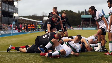 Saracens' players celebrate after Titi Lamositele drives over to score a try during the Gallagher Pr