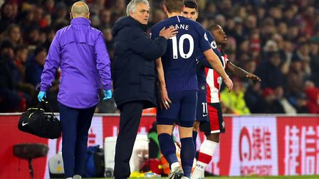 Tottenham Hotspur manager Jose Mourinho (centre) pats Harry Kane on the back after he goes off the p