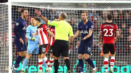Tottenham Hotspur's Harry Kane (right) and Christian Eriksen (left) appeal to referee Mike Dean afte