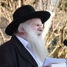 Rabbi Gluck speaking to the audience at a Holocaust Memorial Day event.
