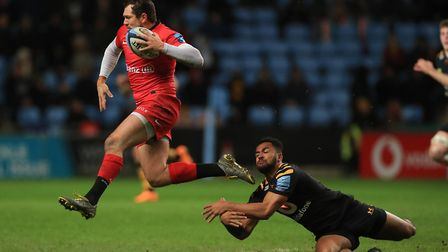 Saracens' Alex Goode avoids the tackle from Wasps' Zach Kibirige during the Gallagher Premiership ma