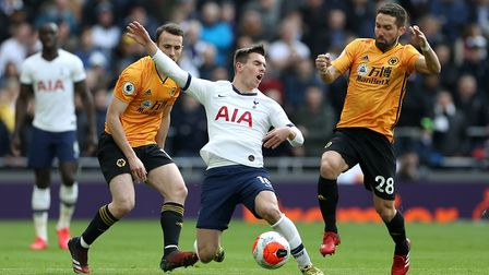 Tottenham Hotspur's Giovani Lo Celso (centre) in action with Wolverhampton Wanderers' Diogo Jota (le