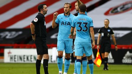 Tottenham Hotspur's Harry Kane (centre) and Eric Dier speak with match referee Chris Kavanagh at hal