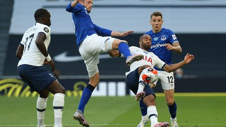 Gylfi Sigurdsson of Everton and Lucas of Tottenham Hotspur during Tottenham Hotspur vs Everton, Prem