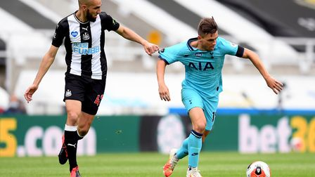 Newcastle United's Nabil Bentaleb and Tottenham's Giovani Lo Celso battle for the ball