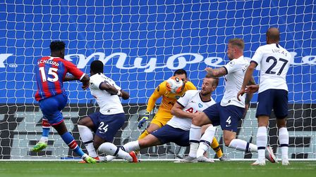 Crystal Palace's Jeffrey Schlupp (left) scores his side's first goal of the game